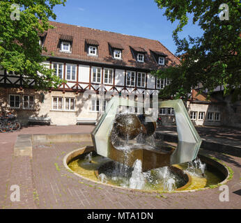 Fachwerkhaus mit gut am Ballhof Ersatzteil, Hannover, Niedersachsen, Deutschland, Europa ich Fachwerkhaus am Ballhof mit Brunnen, Hannover, Niedersachs Stockbild