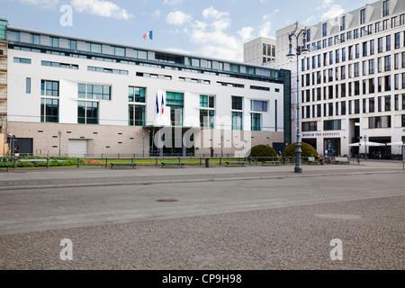 Pariser Platz mit der französischen Botschaft und Museum the Kennedys, Berlin, Deutschland Stockbild