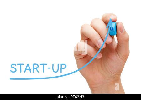 Hand Zeichnung Start-up-Graph mit blauen Markierung auf Transparenten abwischen Board isoliert auf Weiss. Erfolgreiches Neugeschäft, unternehmerische Initiative oder Projekt Konzept Stockbild