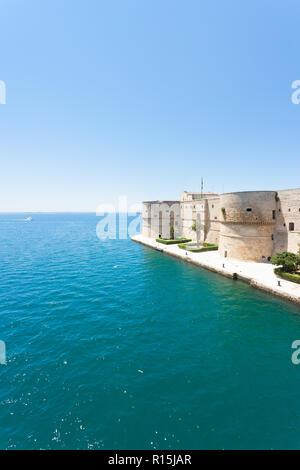 Taranto, Apulien, Italien - Die alte Festung an der Küste von Taranto Stockbild