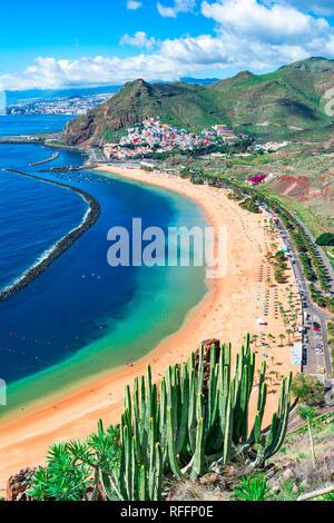 Las Teresitas, Teneriffa, Kanarische Inseln, Spanien: Las Teresitas Strand und San Andres Dorf Stockbild
