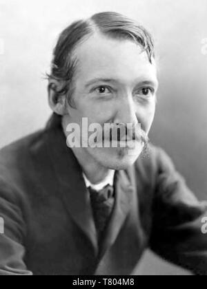 ROBERT LOUIS STEVENSON (1850-1894) Schottischer Reiseschriftsteller und Schriftsteller 1893. Foto: Henry Barnett Stockbild