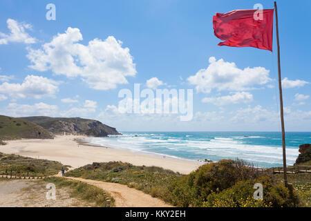 Portugal - Algarve - Sonnenbaden an der Praia do Amado - Europa Stockbild