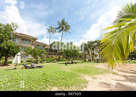 Entspannung am Strand von Induruwa, Sri Lanka, Asien Stockbild