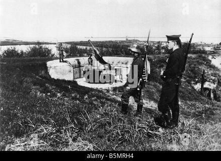 9 1917 9 4 A1 E Ost Fr 1917 Ger Truppen in Dwina Weltkrieg 1914-18 1 Eastern Front deutsche Truppen Schlacken der Stockbild