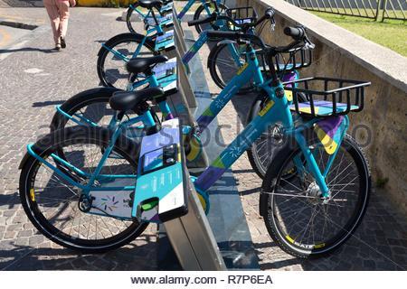 Italien, Kampanien, Neapel, historischen Zentrum als Weltkulturerbe von der UNESCO, self service Bike Stockbild