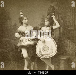 Frauen gekleidet in instrument Kostüme, C. 1865. Eiklar Silber drucken. Stockbild