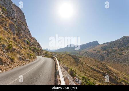 Cala Figuera de Formentor, Mallorca, Spanien - Land Straße durch die Berge von Formentor Stockbild