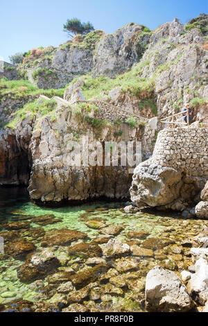 Apulien Leuca, Italien, Grotte von ciolo- wandern die Berge hinunter zu Grotte Ciolo Stockbild
