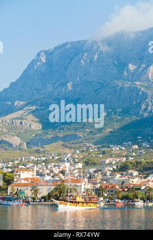 Makarska, Dalmatien, Kroatien, Europa - das Leben ist schön an der Riviera von Makarska. Stockbild
