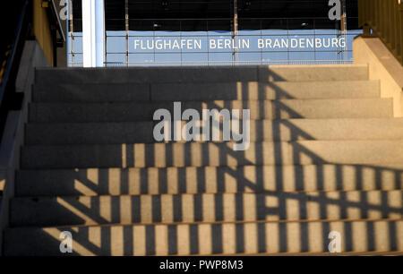 Berlin, Deutschland. 16 Okt, 2018. 16. Oktober 2018, Deutschland, Berlin: Terminal der Hauptstadt Airport Berlin Brandenburg Willy Brandt (BER). Quelle: Britta Pedersen/dpa-Zentralbild/ZB/dpa/Alamy leben Nachrichten Stockbild