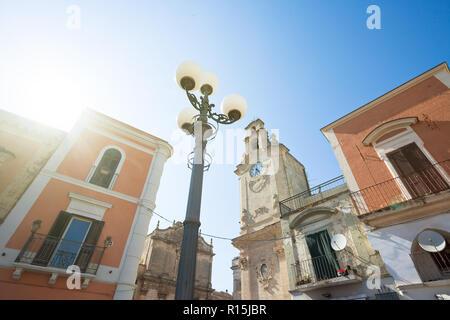 Massafra, Apulien, Italien - die Sonne: Sie erhellt die historische Kirche von Massafra Stockbild