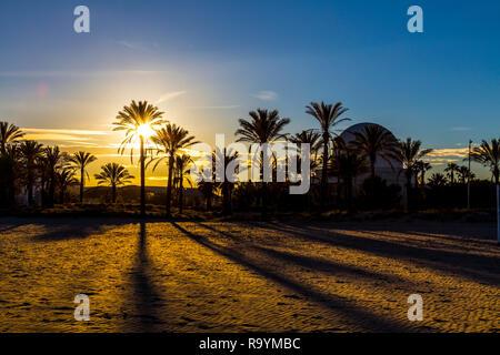 Sonnenuntergang Am Strand Von Castellón De La Plana Limit Mit Benicassim Valencia Spanien Menschen Genießen Sie Mittelmeer Auf Sommerurlaub Natürliche Stockfotografie Alamy