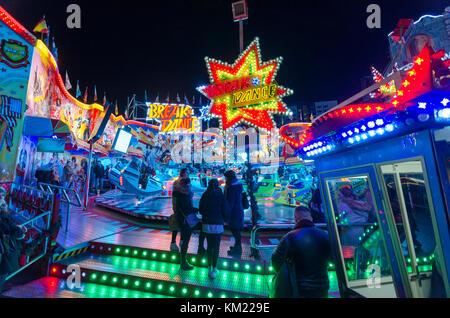 Fahrten an wintertraum am Alexa, Berlins größte jährliche Messe und Weihnachtsmarkt. Berlin, Deutschland Stockbild