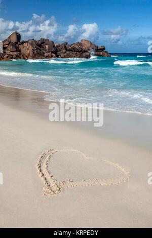 Herz im Sand geschrieben, Grand Anse Beach, Ostküste, La Digue, Seychellen, Indischer Ozean, Afrika Stockbild