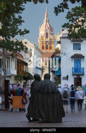 Statue von San Pedro Claver in Plaza San Pedro Claver, der Altstadt, Cartagena, Kolumbien Stockbild
