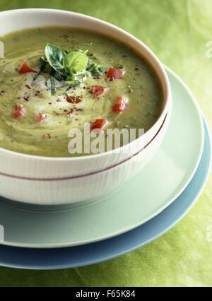 gekühlte Zucchini und süße curry Suppe Stockbild