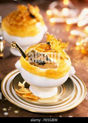 Pilze und Trüffel-Suppe Stockbild