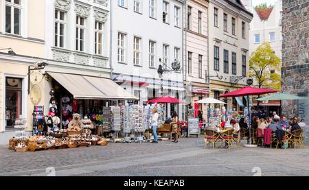 Nikolaivertel mit Geschäften und Cafés, Berlin, Deutschland Stockbild