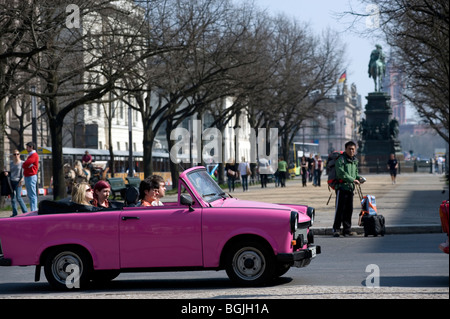 Berlin 2009 Trabie Safari Trabant 1989 DDR Deutschland Unified positiv nach vorne Geschichte kalter Krieg Ende East Stockbild