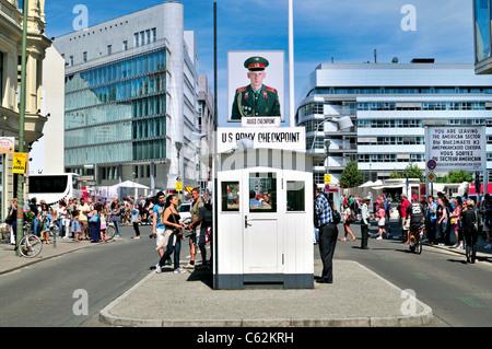Deutschland, Berlin: Der ehemalige US-Checkpoint Charlie in der Friedrichstraße Stockbild