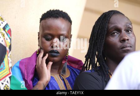 Mitglieder der Lesben, Schwulen, Bisexuellen und Transgender (LGBT) zu reagieren, nachdem in Kenia ist das Hohe Gericht der Britischen-Ära Strafgesetzbuch kriminalisiert gay sex unterstützen. LGBT Gemeinschaft wollte der Hof einvernehmliche Sex zu entkriminalisieren aber die Richter Chacha Mwita, Roselyne Aburili und Johannes Mativo einstimmig abgelehnt. Stockbild