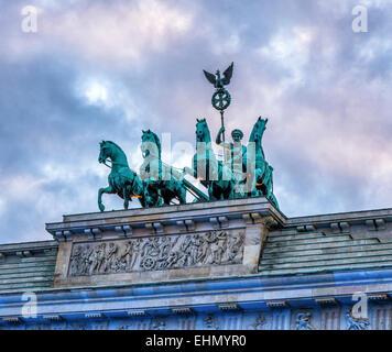 Brandenburger Tor in Berlin, Brandenburger Tor. Friedens Skulptur Streitwagen und Göttin tops neoklassische Stockbild