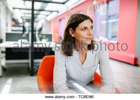 Portrait zuversichtlich, ehrgeizige Geschäftsfrau Stockbild
