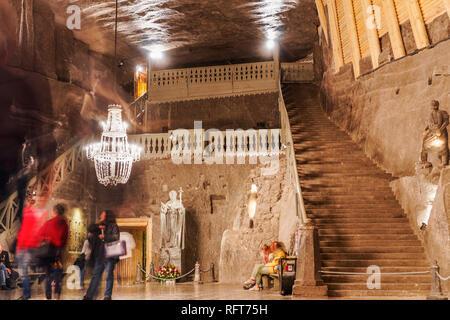 Wieliczka touristische Route, die Kapelle der hl. Kinga Treppe in Kopalnia soli Wieliczka, UNESCO-Weltkulturerbe, Krakau, Polen, Europa Stockbild