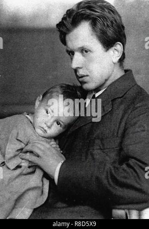 Fritz Platten (1883-1942) mit seinem Sohn Georg, 1910. Private Sammlung. Stockbild