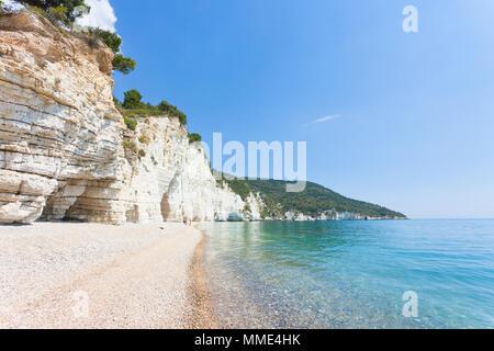 Vignanotica, Apulien, Italien - Für einen Spaziergang an der beeindruckenden Strand von Vignanotica Stockbild
