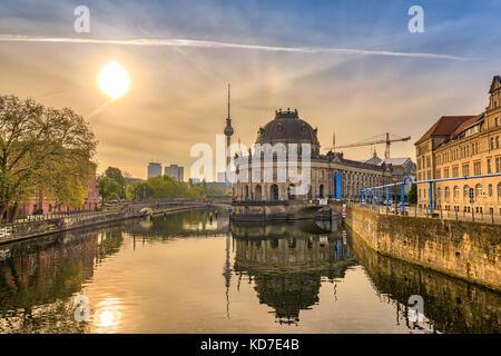 Berlin sunrise city Skyline am Museum Insel und berline Fernsehturm, Berlin, Deutschland Stockbild