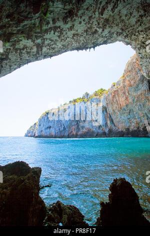 Apulien, Grotta Zinzulusa, Italien - Wandern unter den riesigen Höhle Gewölbe der Grotte Zinzulusa Stockbild