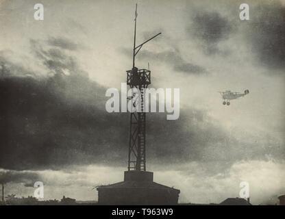Flugzeug und Stellwerk, Weltkrieg 1. Fedele Albert (Italienisch, 1895 - 1930); Italien; 1914 - 1929; Silbergelatineabzug. Stockbild