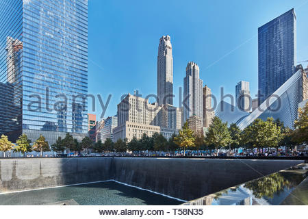 Ground Zero Memorial und Oculus. Die Oculus, World Trade Center Verkehrsknotenpunkt, New York City, USA. Architekt: Santiago Calatrava, 2016. Stockbild