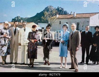BLOODLINE 1979 Paramount Film mit Audrey Hepburn in Blau neben James Mason Stockbild