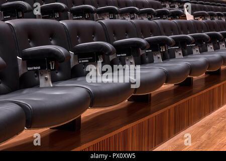 Sitzreihen in der restaurierten Purcell Room in der Queen Elizabeth Hall, Southbank Centre, London, Großbritannien. Stockbild