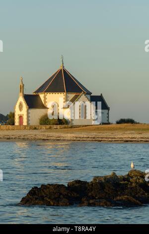 Frankreich, Morbihan, Sarzeau, Notre Dame von der Küste Kapelle auf der Halbinsel Rhuys bei Sonnenuntergang Stockbild