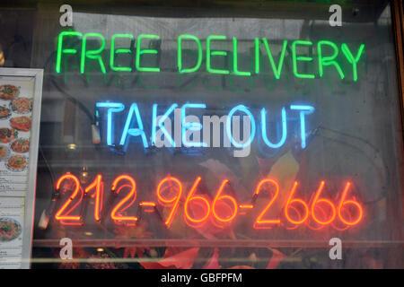 Neon Sign kostenlose Lieferung herausnehmen Stockbild