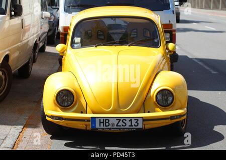 Gelbe VW Käfer, Deutschland, Europa ich Gelber Oldtimer VW Käfer, Deutschland, Europa I Stockbild