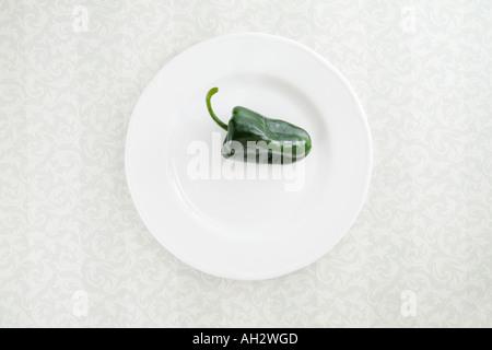 Fett Pfeffer auf weißen Teller, Studio gedreht Stockbild