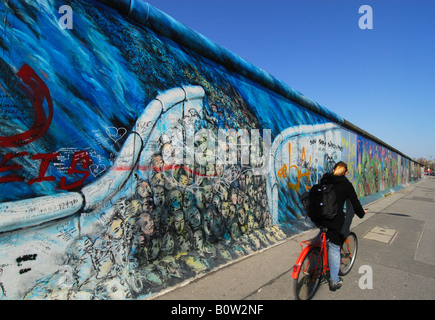 Berliner Mauer an der East Side Gallery Stockbild