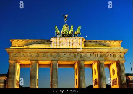Der klassizistische Brandenburger Tor - Brandenburger Tor -, XVIII-Jahrhundert, von Carl Gotthard Langhans. Berlin, Stockbild