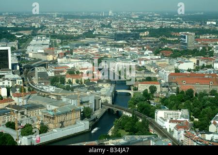 Berliner Stadtbild Reichstag, Fluss Spree Museum Insel, Mitte und Bahnhof Juni 2008 Stockbild
