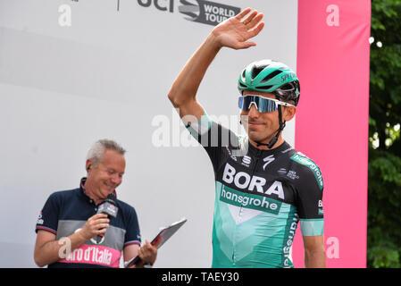 Team Bora Reiter von Italien, Cesare Benedetti gesehen, eine Geste während der 102. Ausgabe des Giro d'Italia 2019, Stufe 13 eine 196 km Etappe von Pinerolo zu Ceresole Reale (Lago Serrù) 2247 m. Stockbild