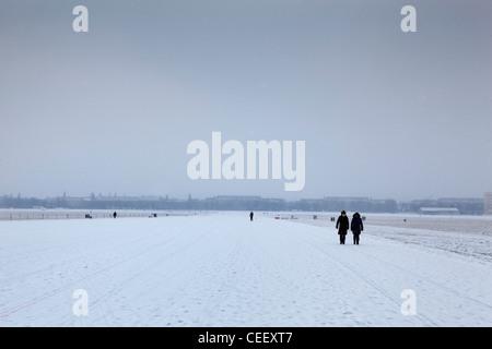 Berlin Deutschland Winter im Flughafen Tempelhof, die in einen Park umgewandelt worden Stockbild