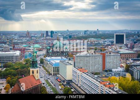 Blick auf Gebäude in Berlin, Deutschland-Mitte. Stockbild
