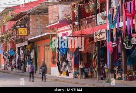 Die bunten Straßen von Raquira, Boyaca, Kolumbien Stockbild