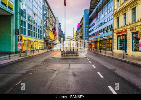 Checkpoint Charlie in Berlin, Deutschland. Stockbild