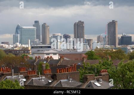 Pentonville Road, Islington, London, 2005. Allgemeine Ansicht Blick nach Süden in Richtung der Stadt London von einem oberen Stockwerk in das Hotel an der Hausnummer 60 Pentonville Road. Stockbild